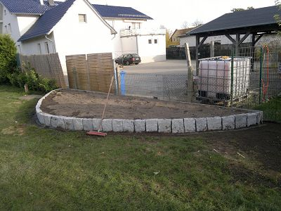 Mauern Palisaden Boeschungssicherung Pflanzbeet aus Granit