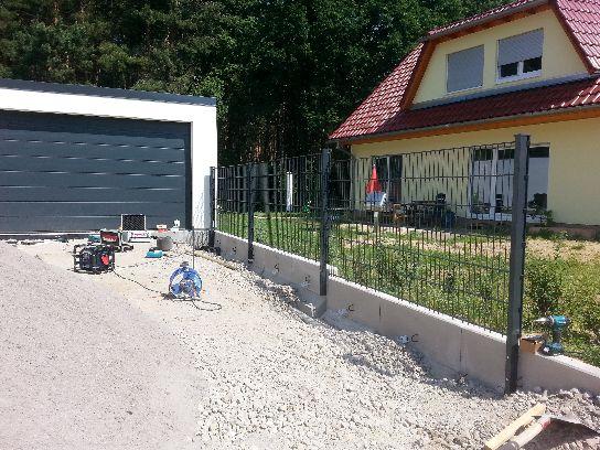 Mauern Palisaden Boeschungssicherung Winkelstuetzen in Einfahrt