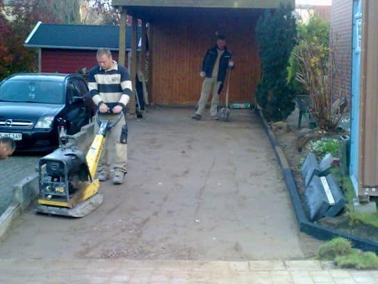 Pflasterarbeiten Betonstein Grundstueckseinfahrt pflastern