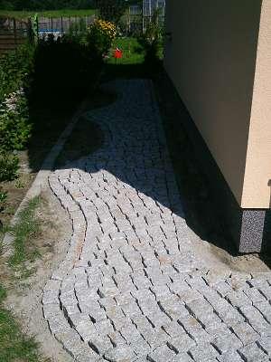 Pflasterarbeiten Naturstein Gehweg aus Granitpflaster