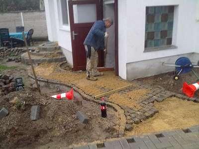Pflasterarbeiten Naturstein Gehweg Kleinsteinpflaster