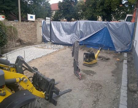 Pflasterarbeiten Naturstein Hofflaeche aus Granit