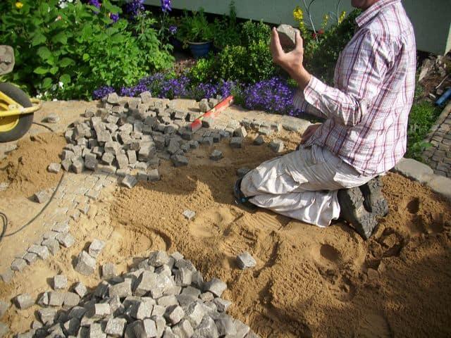 Pflasterarbeiten Naturstein Mosaik im Bogen Kreis