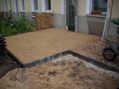 Nach dem Verlegen von Terrassenplatten in Berlin