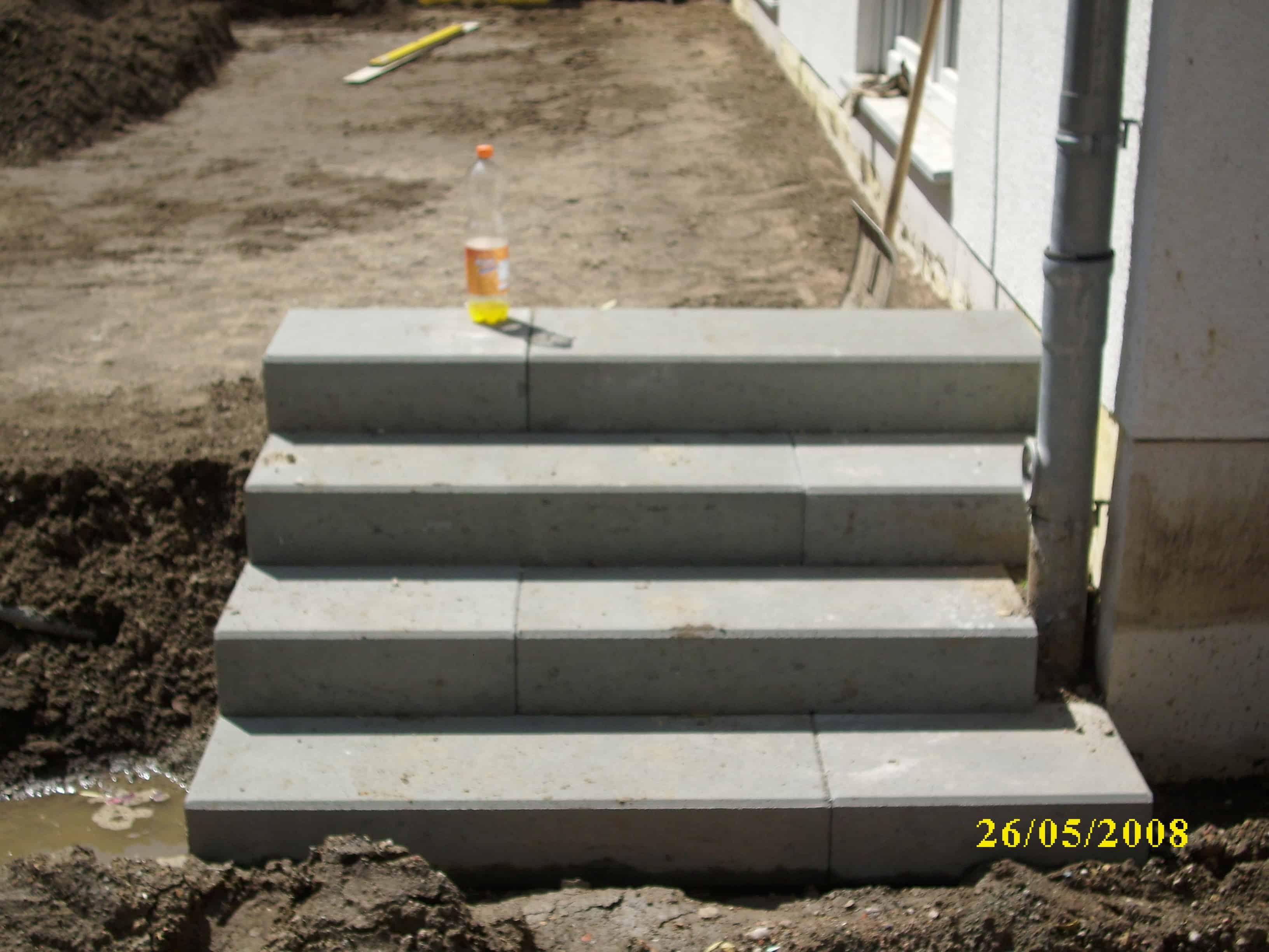 Treppenbau Betonstein u. Naturstein Aussentreppe bauen