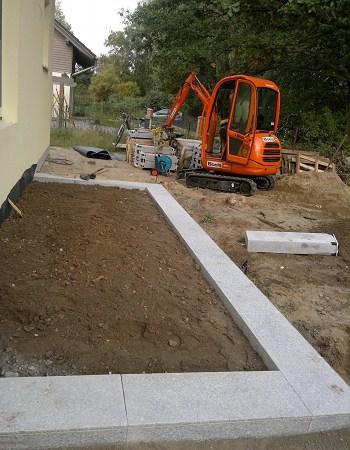 Treppenbau Betonstein u. Naturstein Eingangstreppe erstellen
