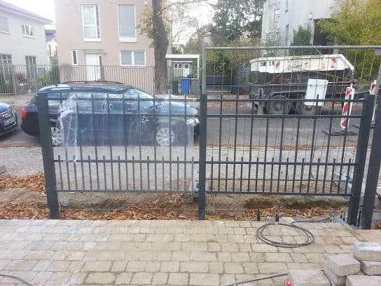 Zaunbau Metallzaun aufbauen